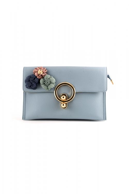 Елегантна малка чанта в светло-син цвят